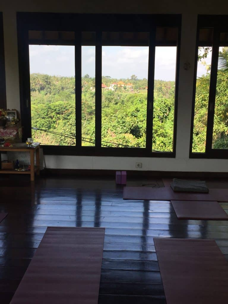 Intuitive yoga flow a Ubud