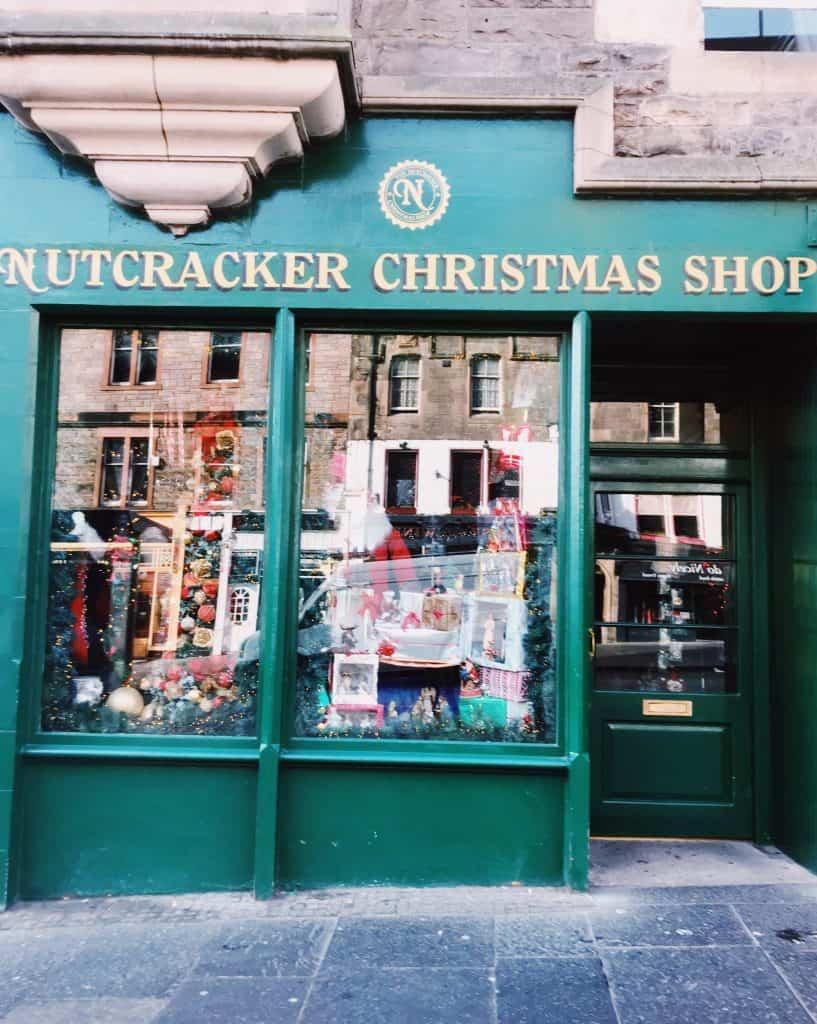 I negozi lungo il Royal Mile a Edimburgo