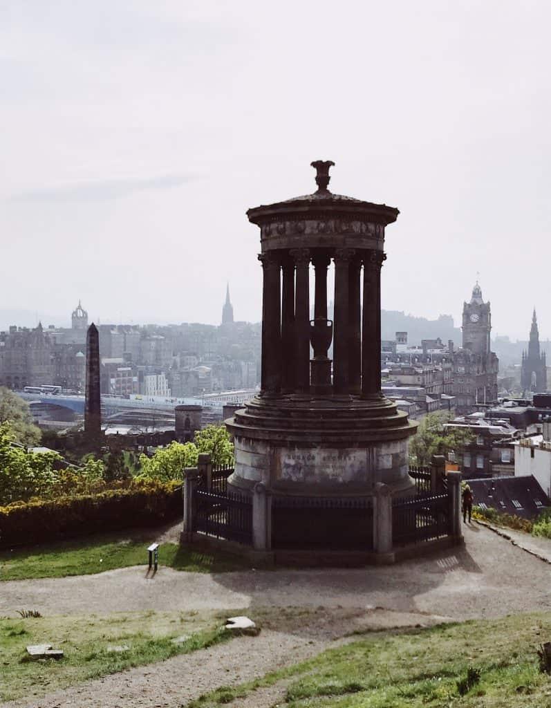 Vista panoramica su Edimburgo da Calton Hill