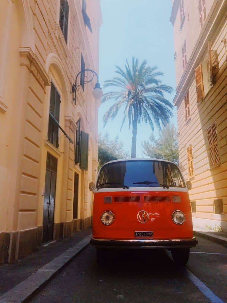 Slow Vintage Tour - scoprire Genova a bordo di un T2